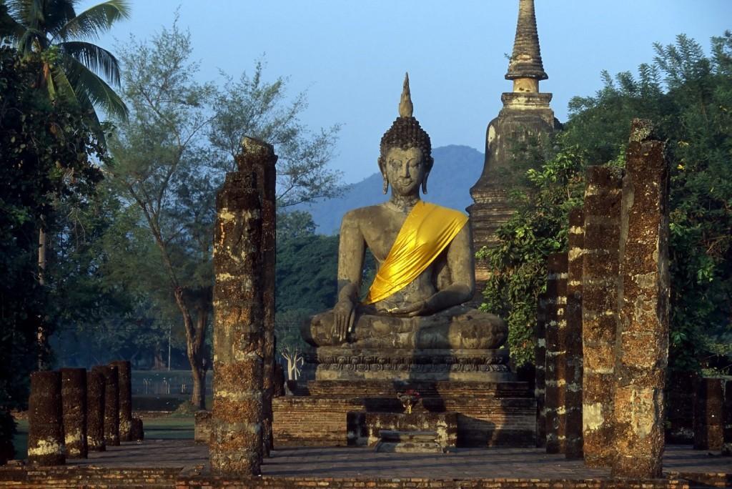 wat mahathat sunrise sukhothai historical park thailand